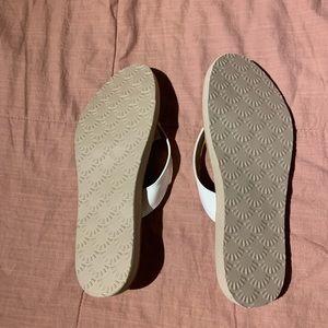UGG flip flops - never worn!!